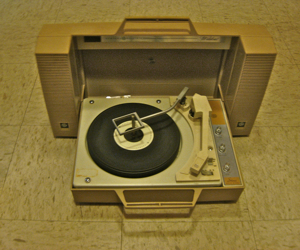 GE%20portable%20stereo%20turntable%20early%2070s.jpg